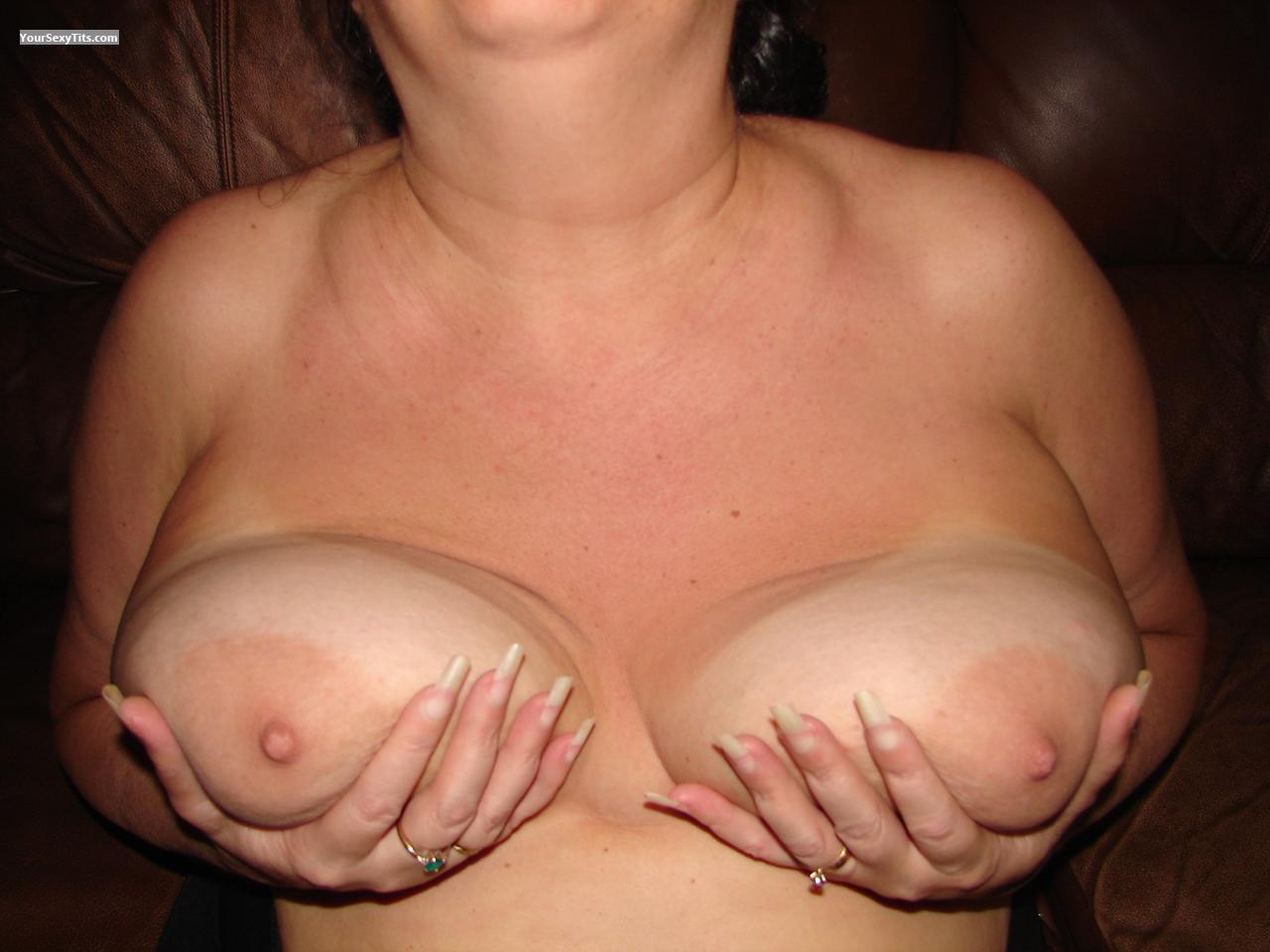 Tit Flash: Big Tits - Soccer Mom from United States